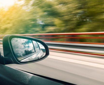 Na co zwrócić uwagę wypożyczając auta?