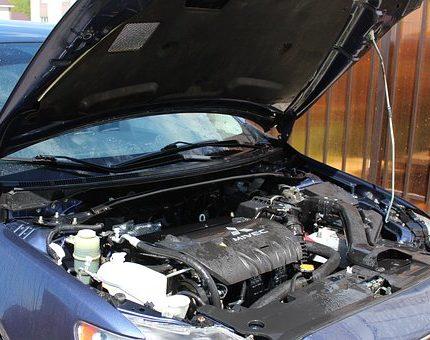 Wymiana żarówki w samochodzie – samodzielnie czy u mechanika?
